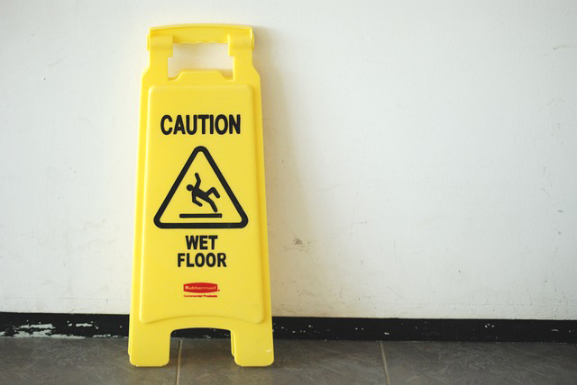 slip-and-fall-signs